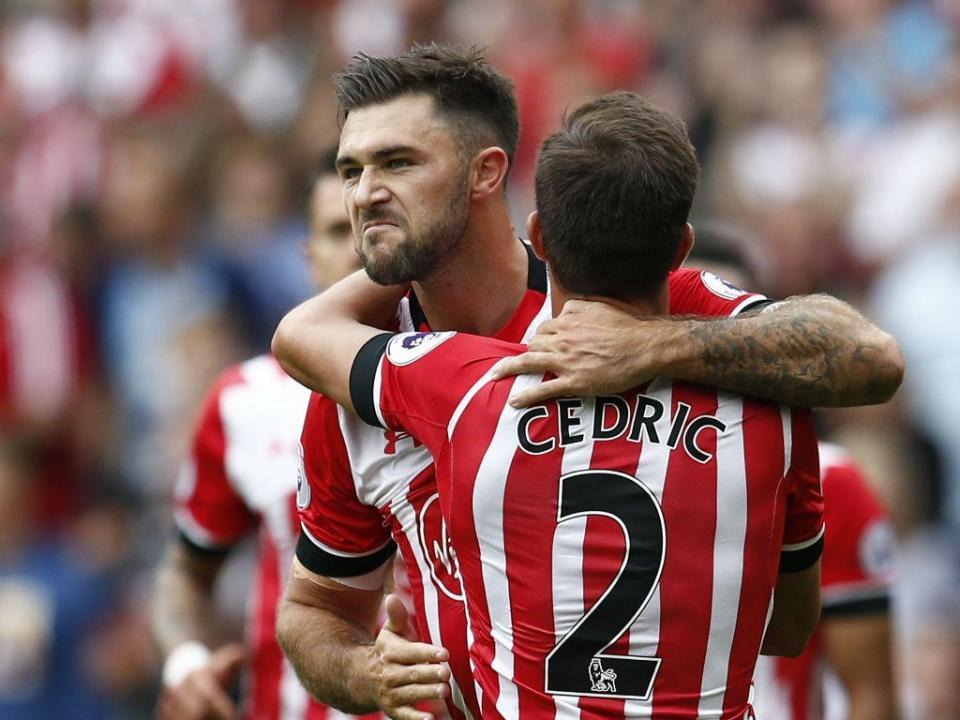 Inglaterra: Cédric titular no nulo do Southampton