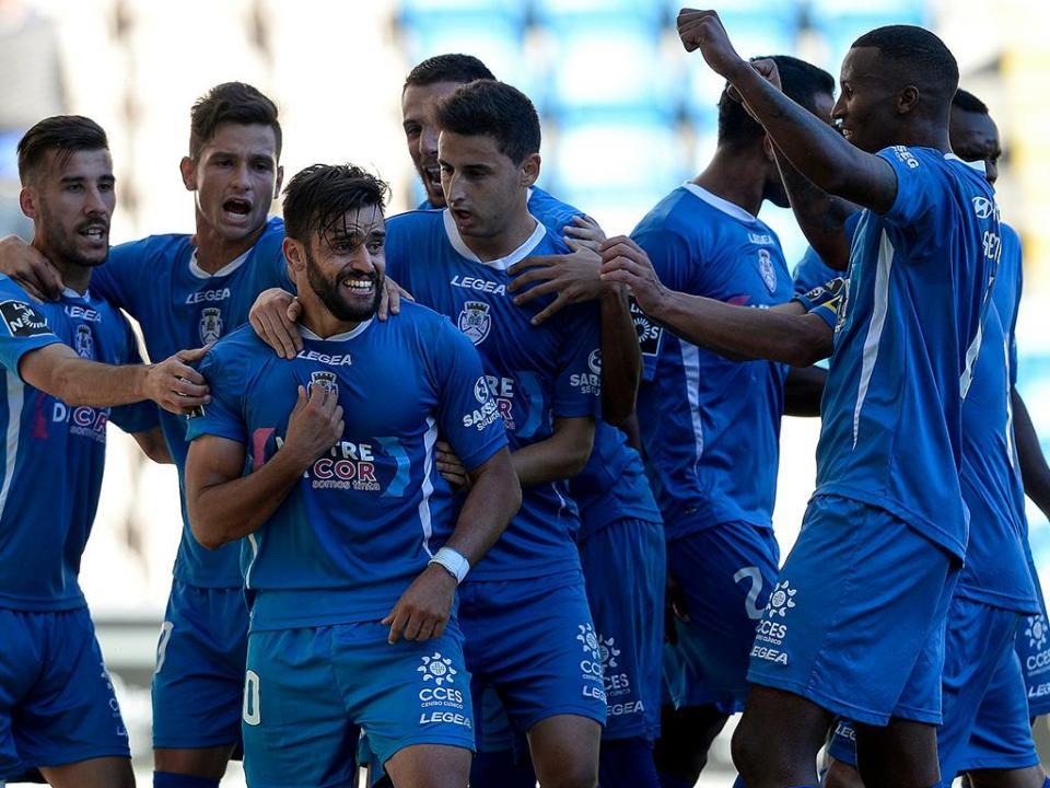 Taça da Liga: Feirense bate Tondela com nove e central na baliza
