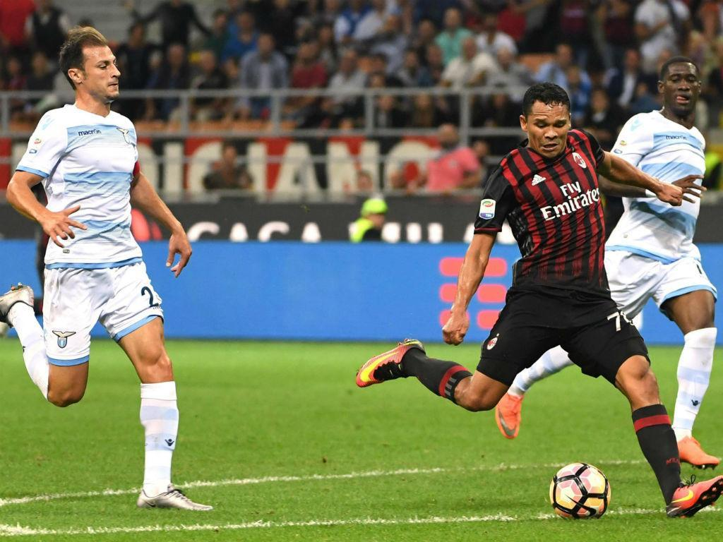 Milan triunfa na estreia oficial de André Silva