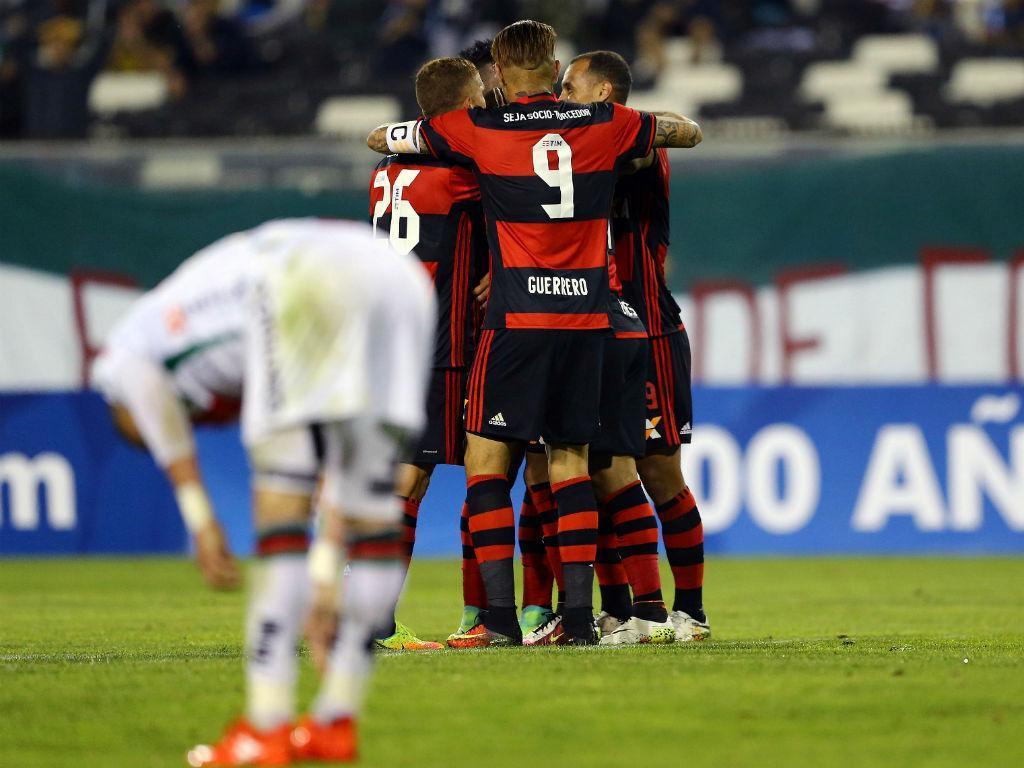 VÍDEO: autogolo caricato no clássico entre Flamengo e Fluminense