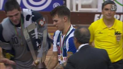 FC Porto goleia Benfica e vence Supertaça