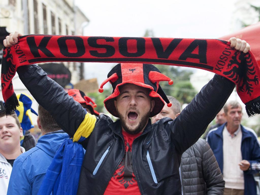 O «jogo fantasma» entre Sérvia e Kosovo que está a fazer subir a tensão nos Balcãs