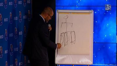 Nuno perguntou aos jornalistas se tinham tempo, depois desenhou