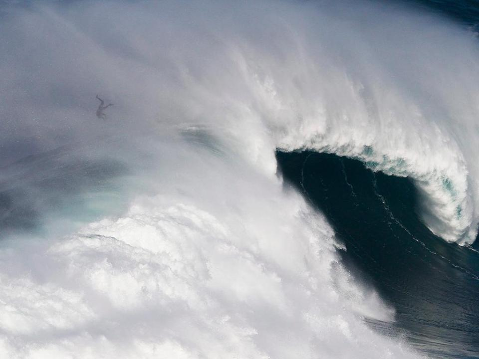 Surf: onze portugueses eliminados no Pro Santa Cruz