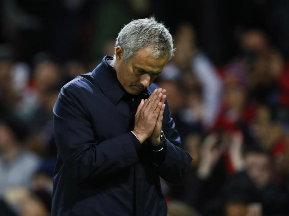 Manchester United perde e adia confirmação do segundo lugar