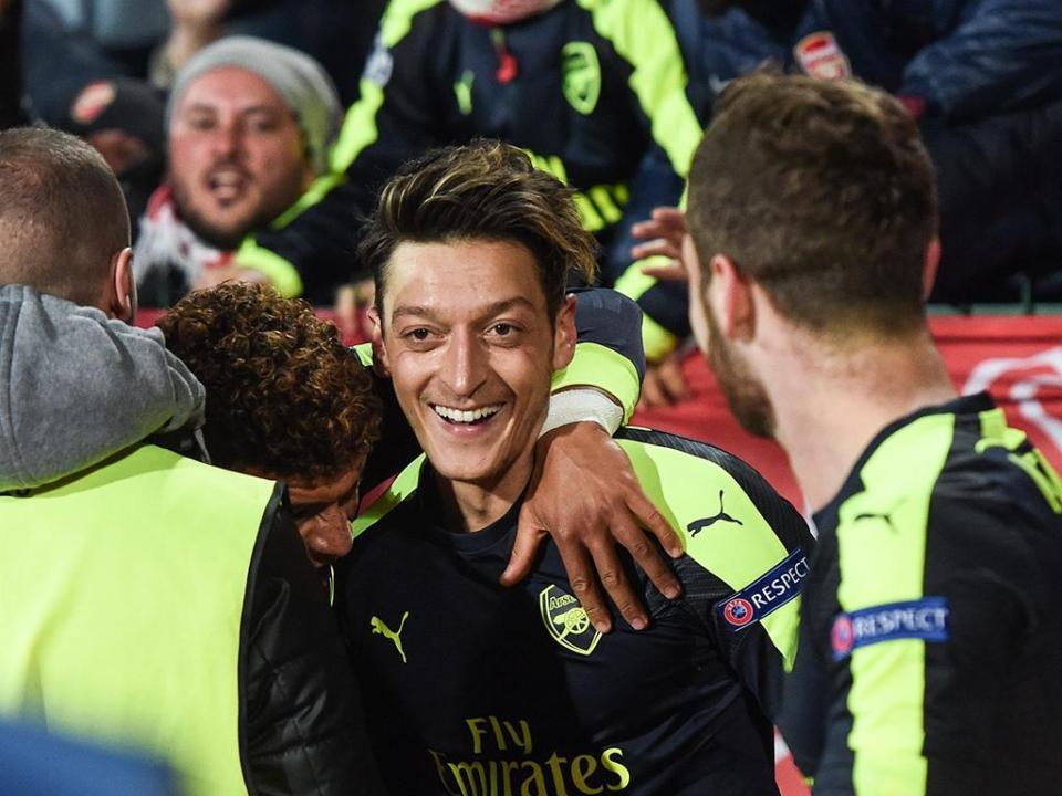 Atenção Sporting: Arsenal recupera Maitland-Niles e Özil
