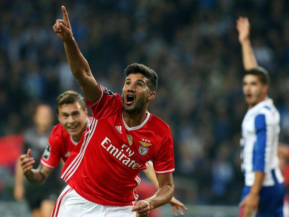 OFICIAL: Benfica cede Lisandro ao Génova com compra obrigatória