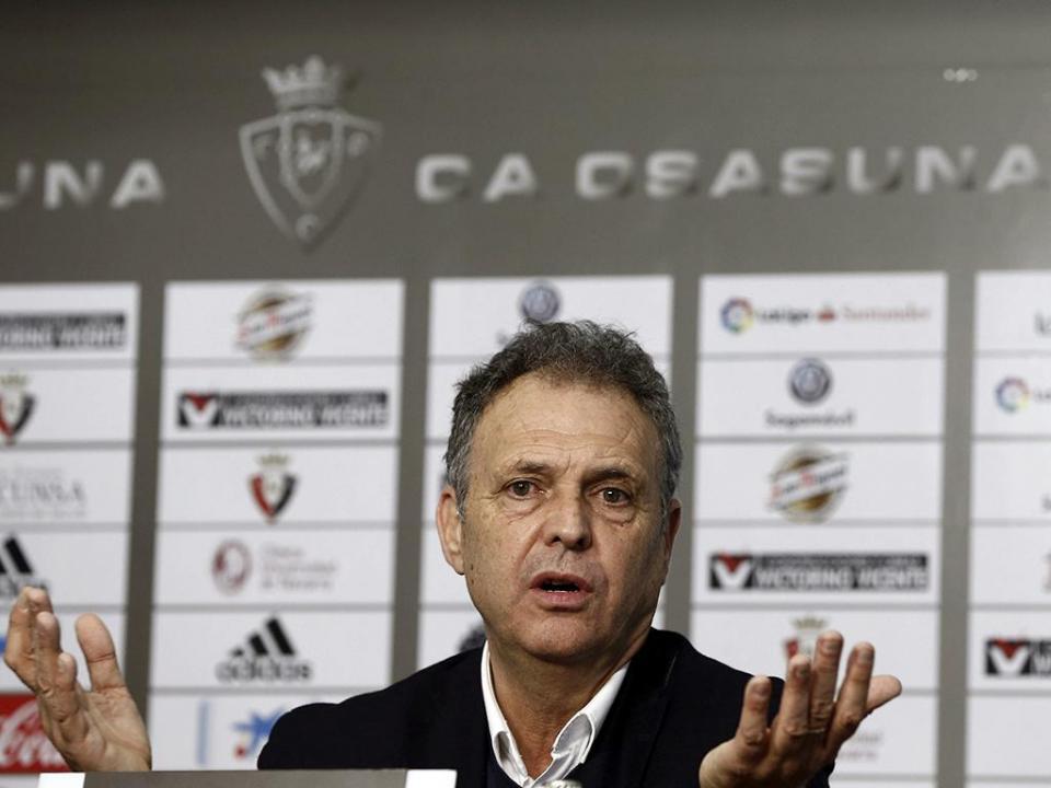 OFICIAL: Sevilha despede treinador e anuncia substituto