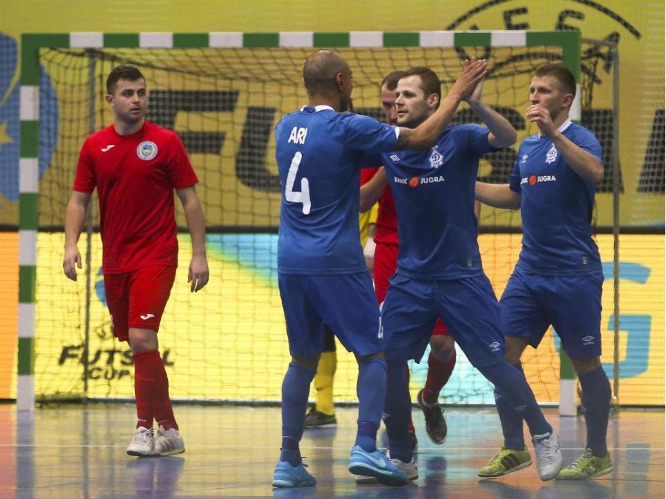 Ronda de Elite da UEFA Futsal Cup  Dínamo Moscovo cilindra Targu ... 4f9135eec6f07