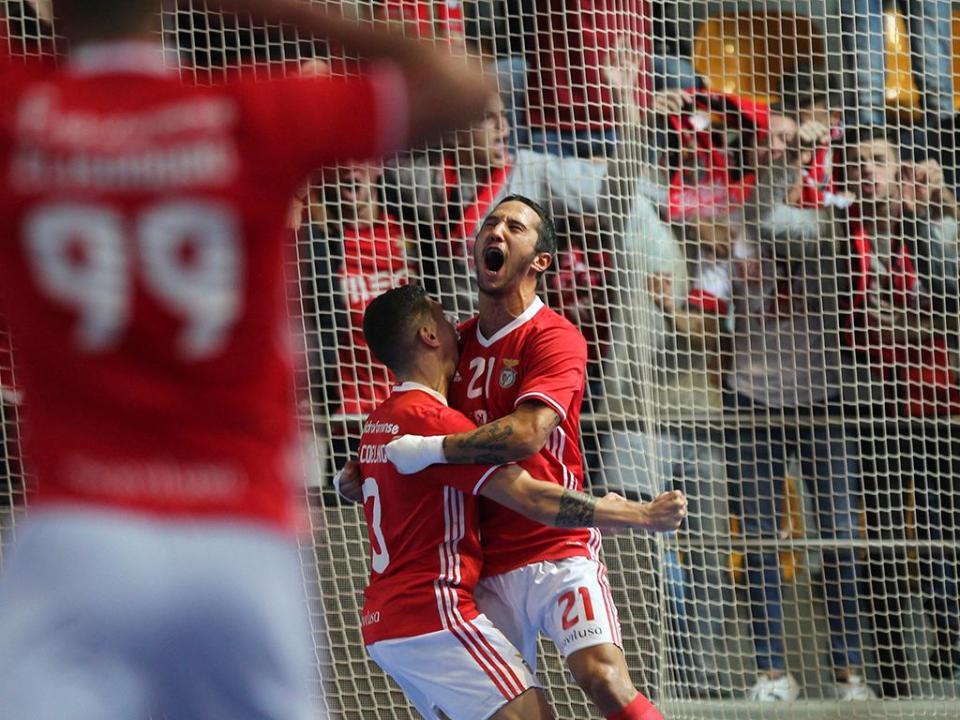 Futsal  Benfica responde ao Sporting e também vence  f5de56c59f987