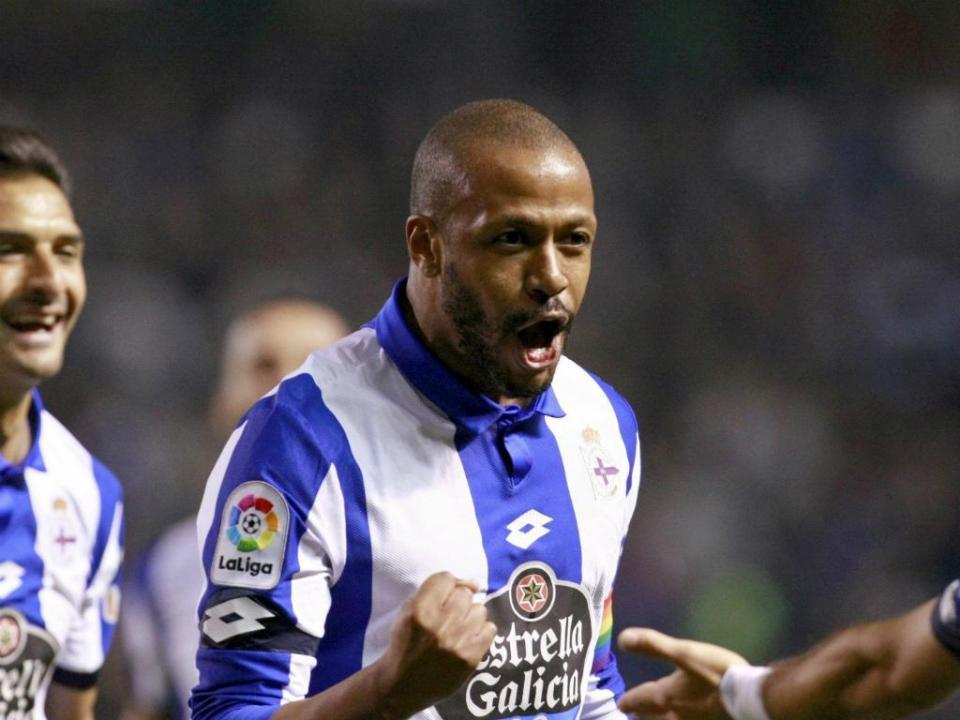 Deportivo confirma saída do ex-benfiquista Sidnei para clube russo