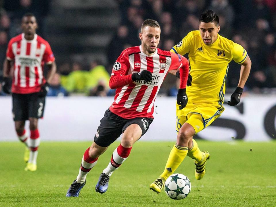 1ee8edbfa8 Líder PSV Eindhoven sofre goleada histórica em Tilburg
