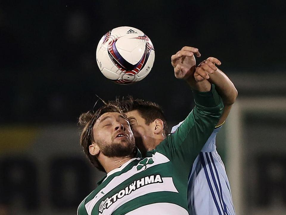 Panathinaikos vence, Olympiakos pode perder e ser campeão no domingo