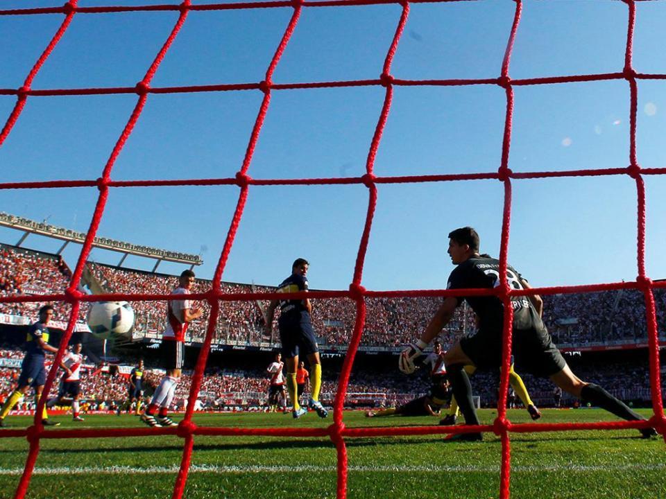 Argentina: jogadores fazem greve e adiam reinício do campeonato
