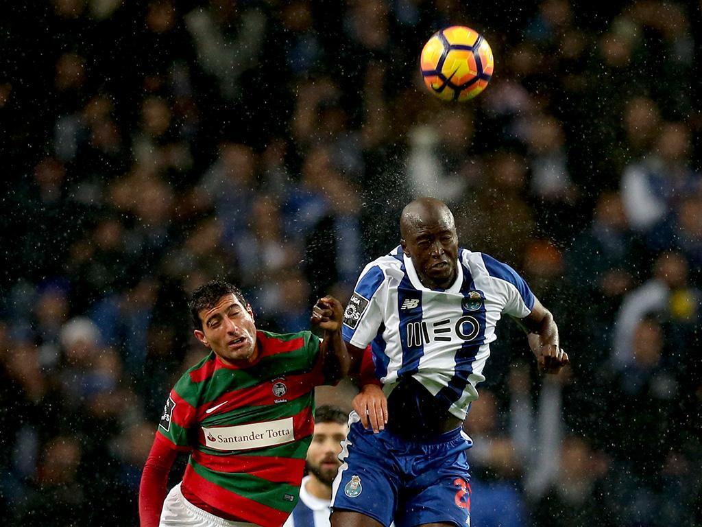 Vitória muda só um, Lisandro substitui Luisão (equipas) — Tondela-Benfica