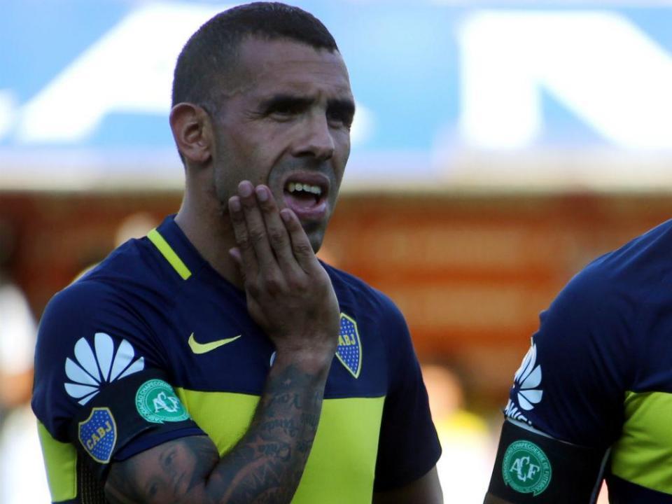 VÍDEO: Tevez não esquece brigas e recusa cumprimentar Teo Gutierrez