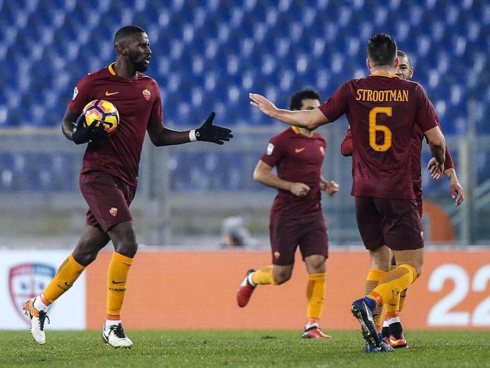 Roma vence em Verona e adia festa da Juventus por mais umas horas