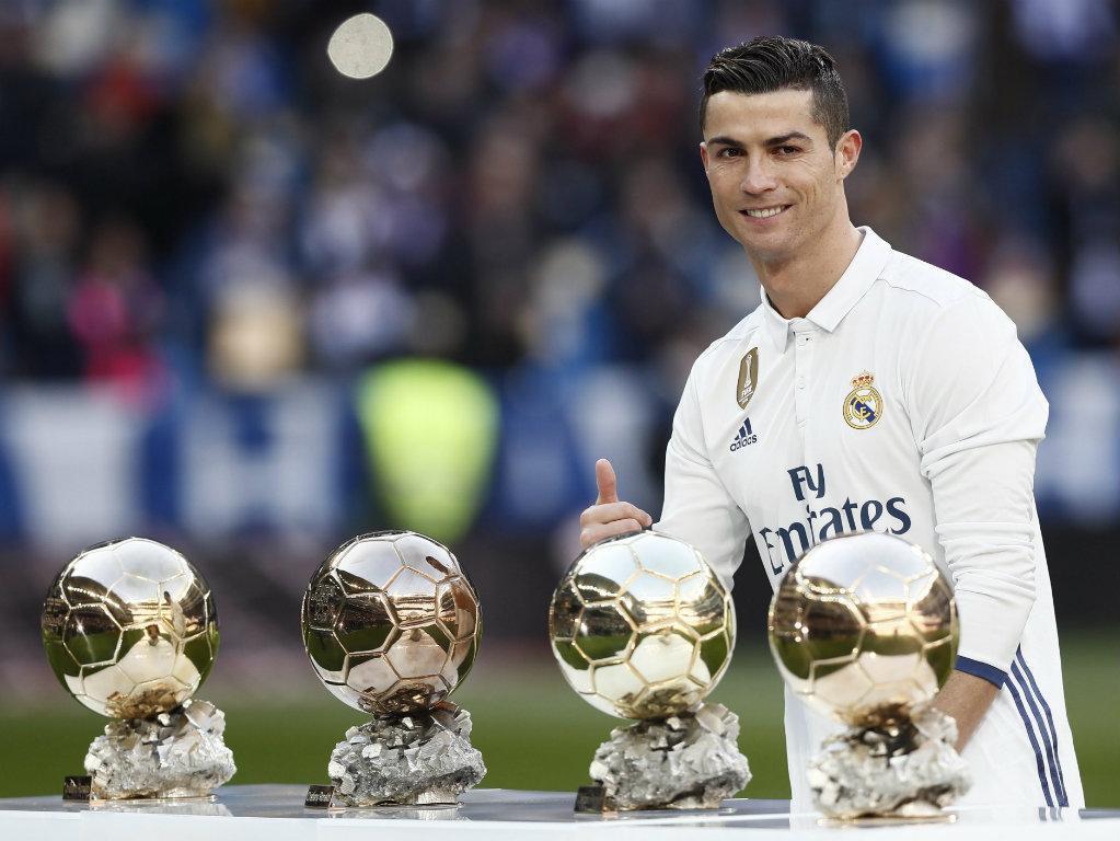 Iniesta terá pedido desculpa aos jogadores do Real Madrid — Gala FIFA