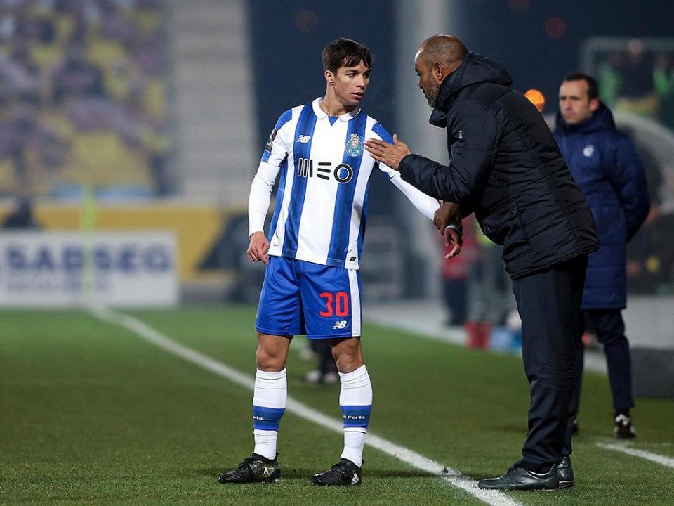 OFICIAL  FC Porto exerceu opção de compra de Óliver  706b954389781