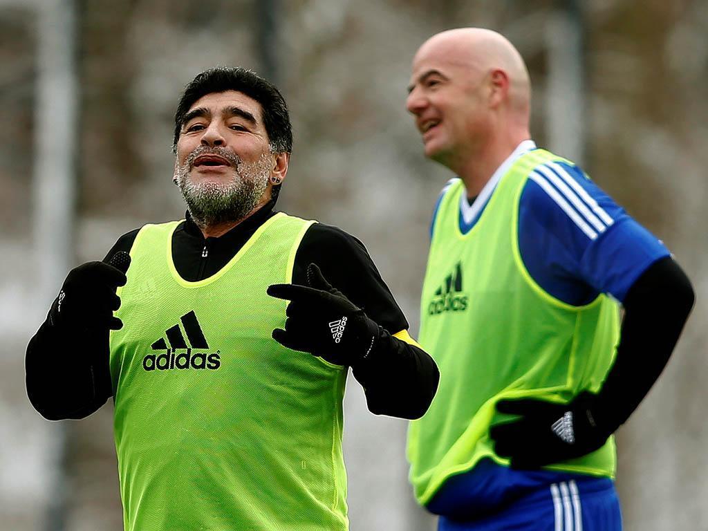 E agora para algo diferente, Maradona presidente de clube