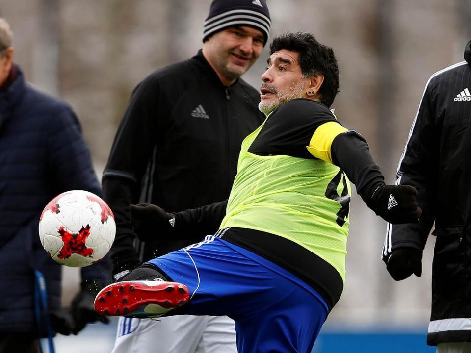 Maradona ao ataque: «Sampaoli traiu-me»