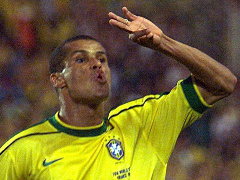 Rivaldo: «Se jogasse agora teria mais do que uma Bola de Ouro»