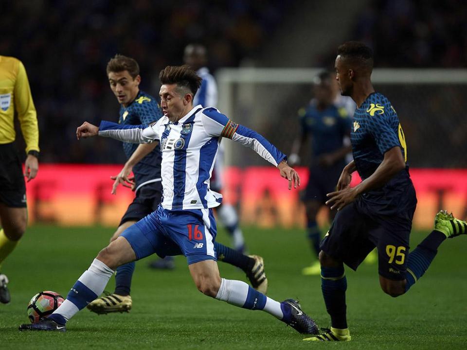FC Porto: Herrera e Corona são baixas para Arouca