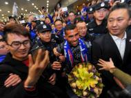Carlos Tevez na chegada à China