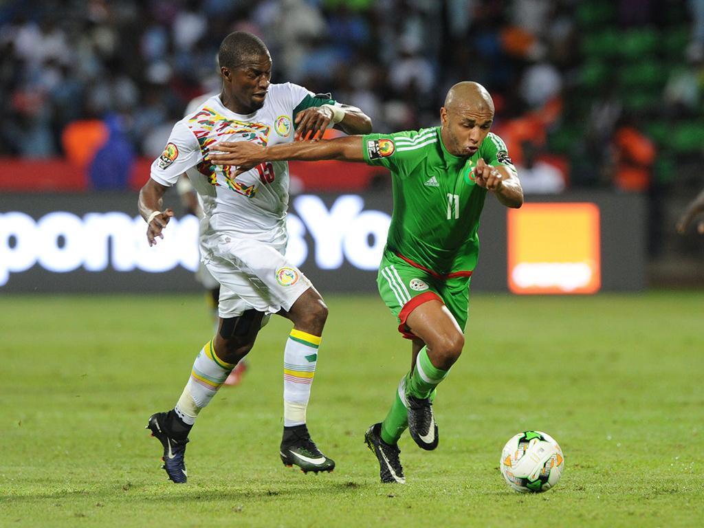 VÍDEO: Brahimi bisa, Slimani marca e Argélia bate Rep. Centro Africana