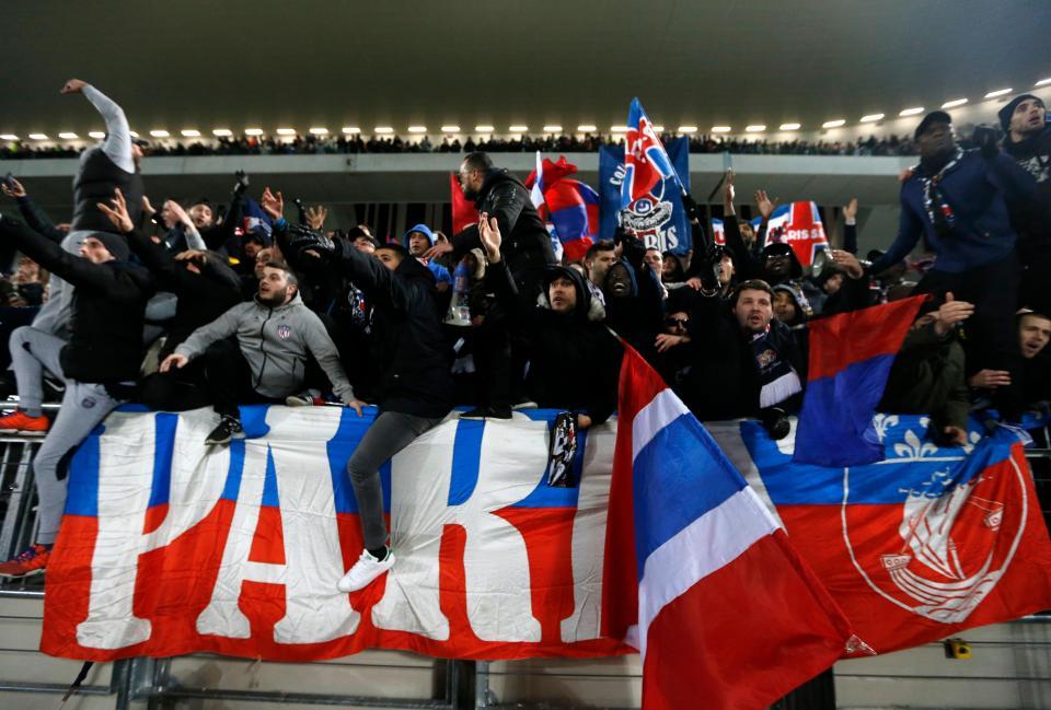 Trinta adeptos do Paris Saint-Germain suspensos por um ano