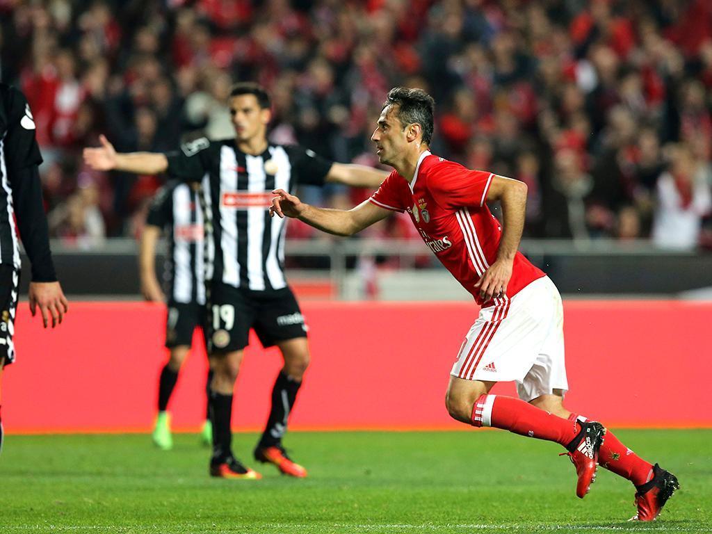 Jonas tentado a trocar o Benfica pelos milhões chineses