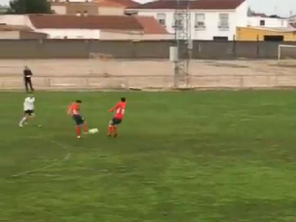 VÍDEO: um golo do meio-campo na III Divisão de Espanha