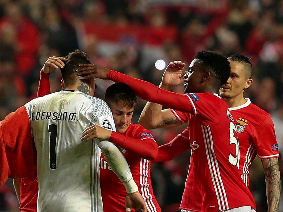 Benfica teve heróis e o Barcelona precisa de onze à Leixões