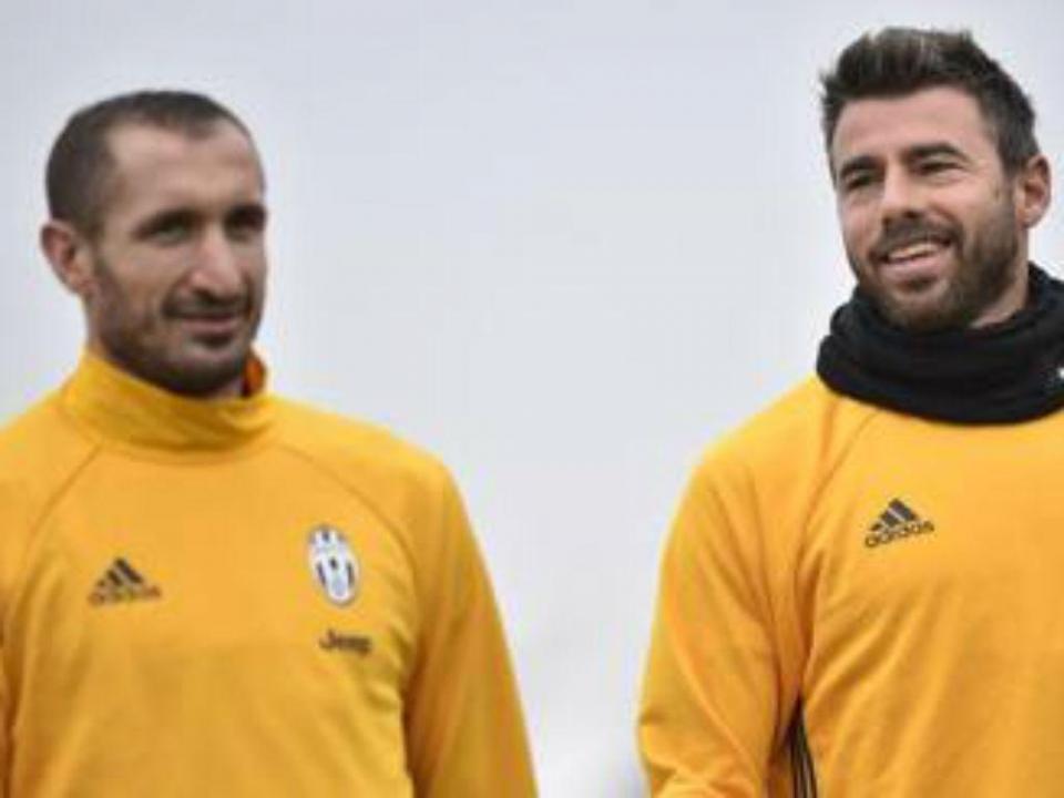 OFICIAL: Chiellini e Barzagli renovam pela Juventus