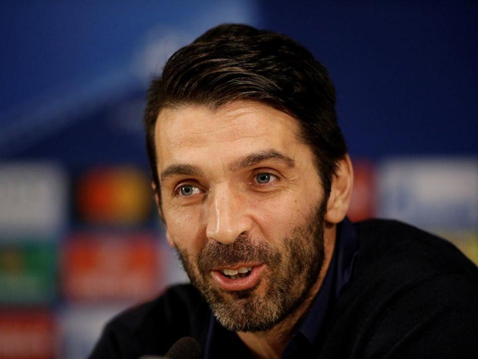 Buffon deixa mensagem a Lahm: «Foi uma honra jogar contra ti»