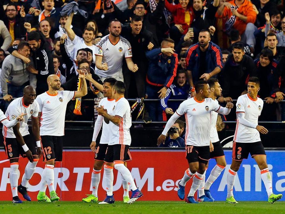 Jogo emocionante sorri ao Valencia, com Enzo e Cancelo em grande