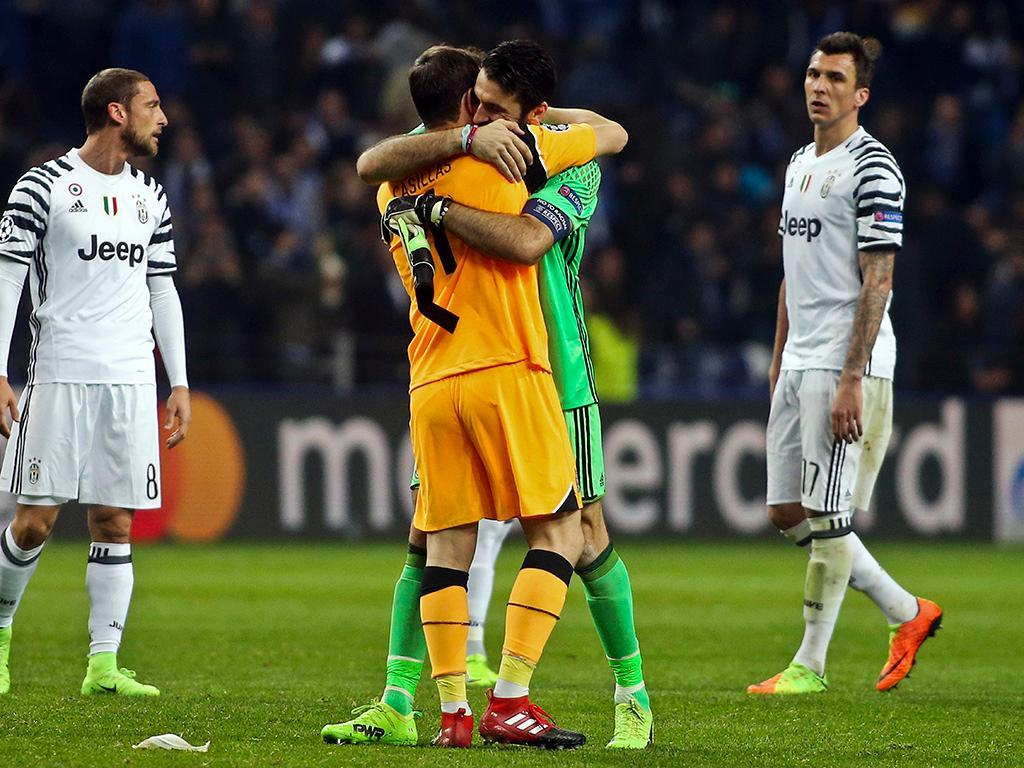 Casillas para Buffon: «Não gosto nada de ver-te assim»