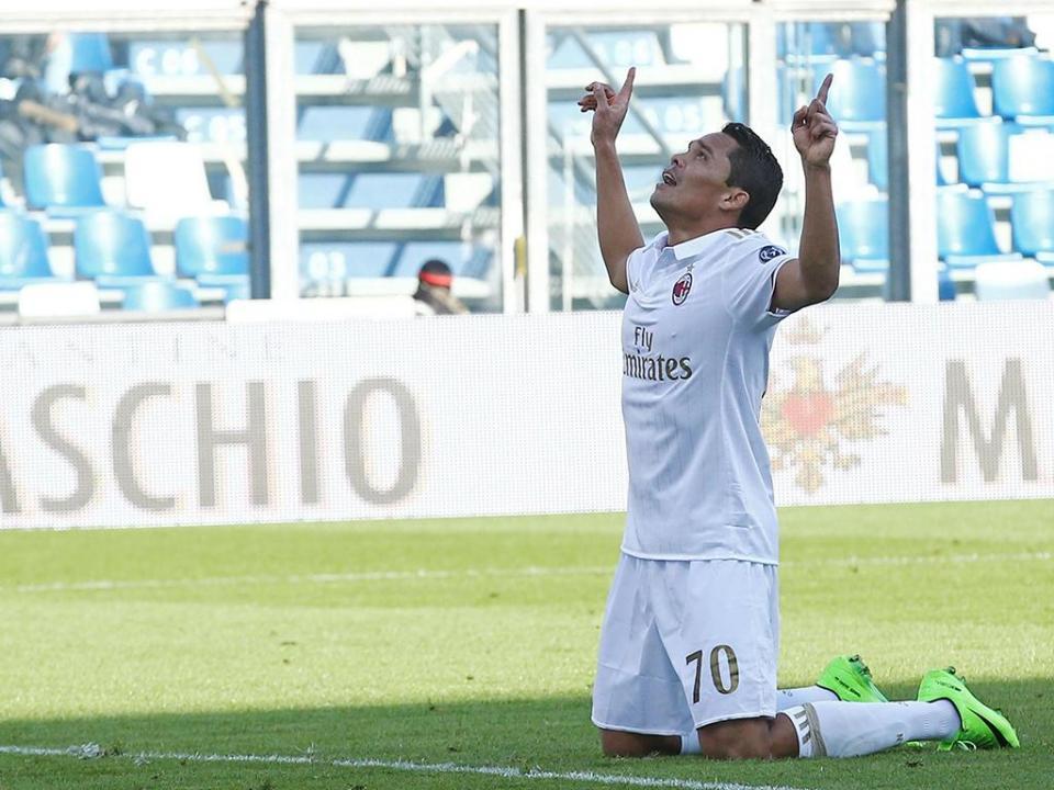 Itália: Bacca falha penálti, mas bisa e dá triunfo ao AC Milan