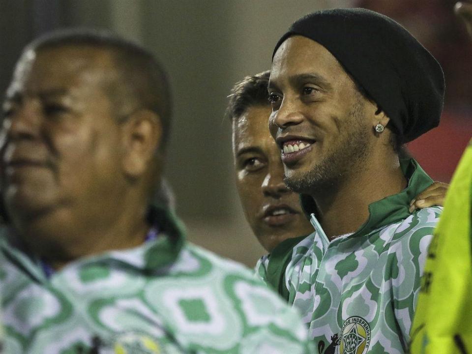 Ronaldinho volta aos relvados para jogo ante o Valência