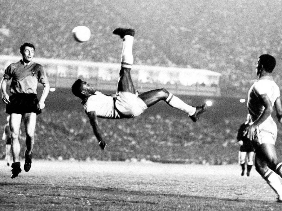 93c81f9104 Pelé dispara e diz que é impossível comparar Messi com ele ...