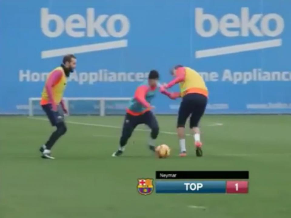 VÍDEO: Neymar mostra habilidades contra Piqué