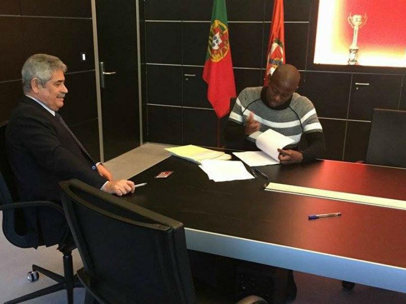 Benfica: Thabo Cele é reforço encarnado