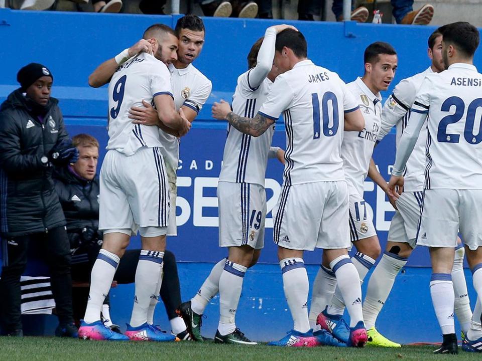 Espanha: sem CR7, Real passeia em Eibar e Benzema faz as pazes com o golo