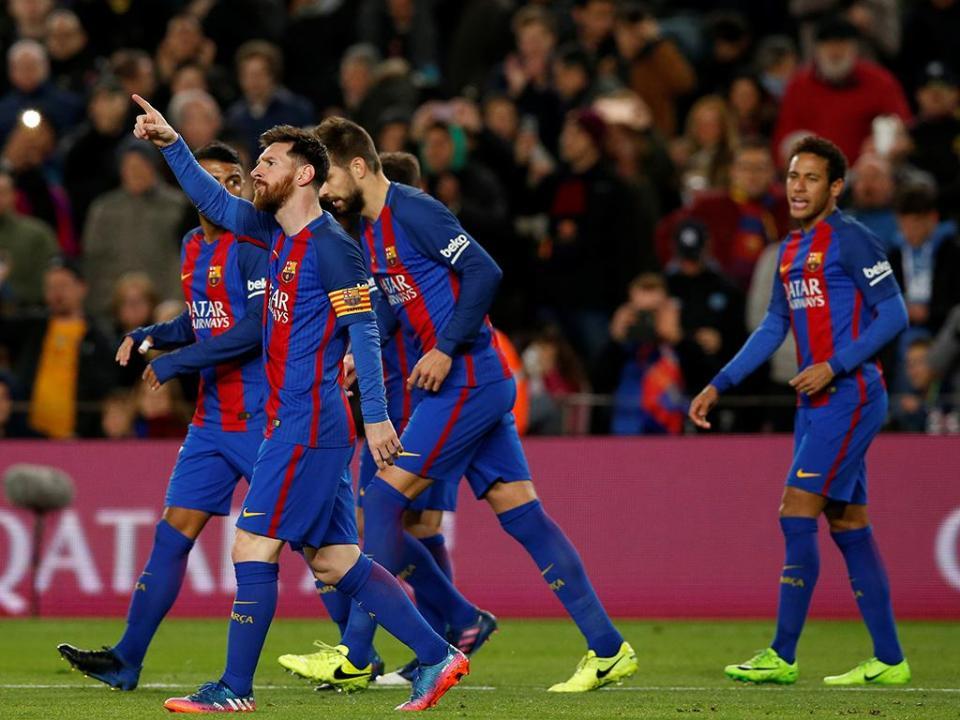 Barcelona-PSG: André Gomes no banco e uma defesa de três centrais