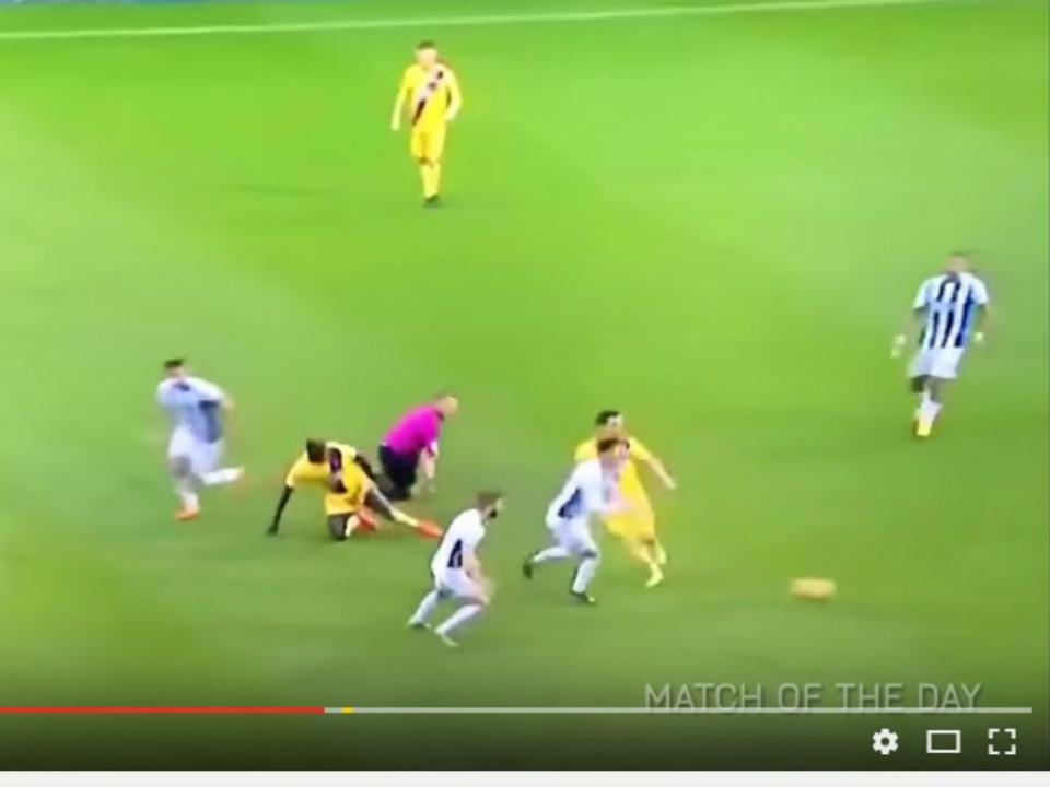 «Olhó árbitro»: Mamadou Sakho leva tudo à frente (VÍDEO)