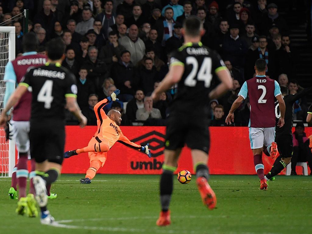 Arnautovic provoca derrota do Chelsea no dérbi com o West Ham