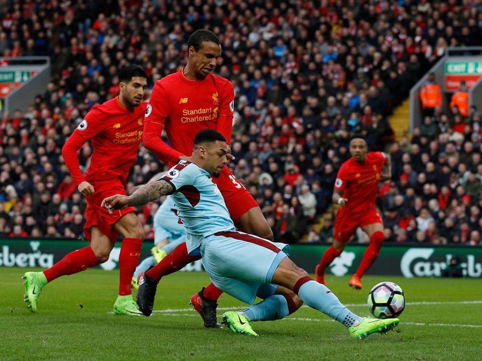 Liverpool proibido de contratar jogadores para formação