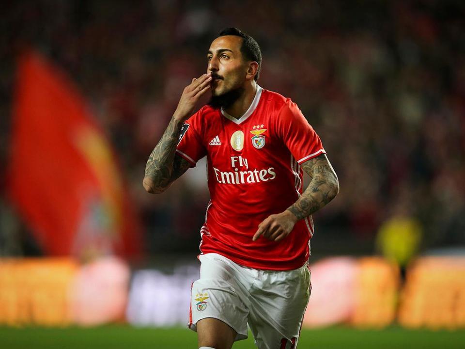 Benfica: Mitroglou bate recorde pessoal de golos