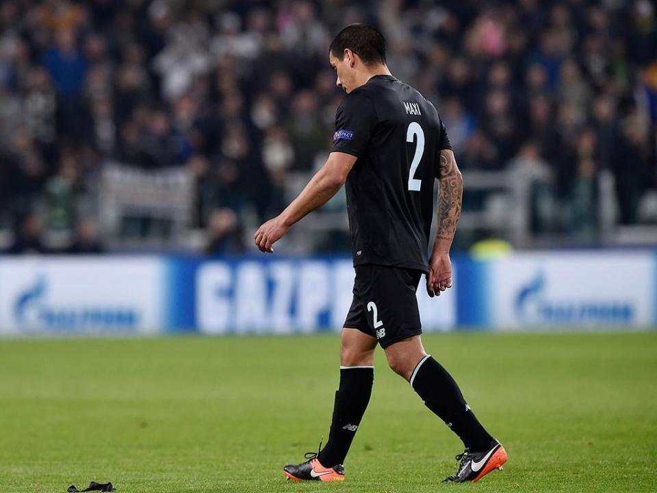 FC Porto: Maxi Pereira corre para o terceiro Mundial da carreira