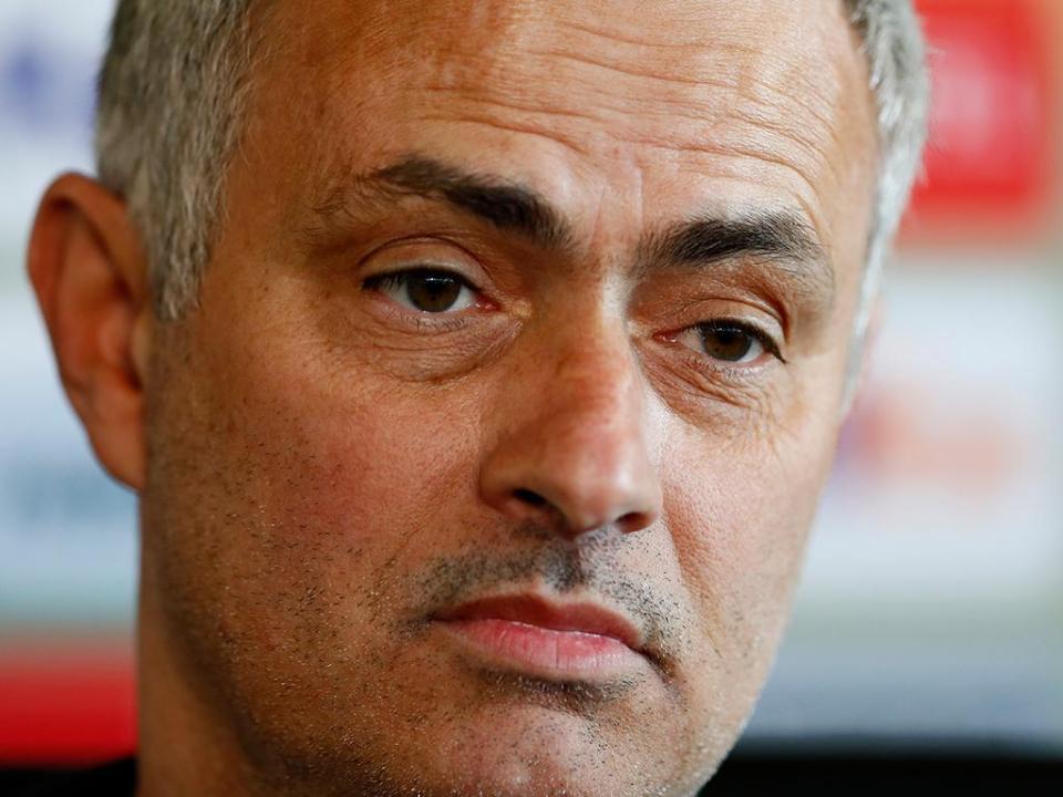 Mourinho arrasa internacional inglês: «É difícil estar no banco»